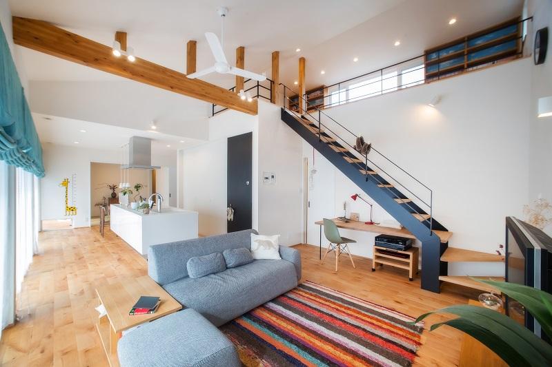 シーリングファンとは、天井に取り付けられた室内の空気を循環させるためのファンのことです